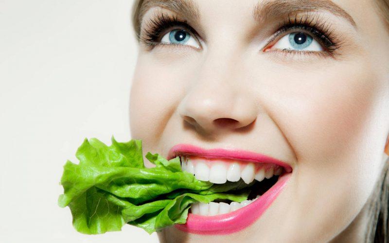 Siete claves 'antibulos' para unos dientes blancos y sanos